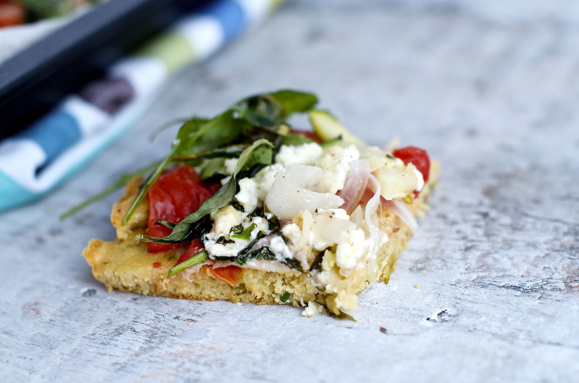 pizza z mąki z ciecierzycy